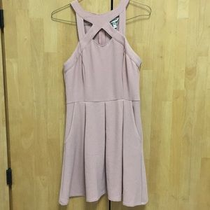 Cute Light pink short dress with pockets!